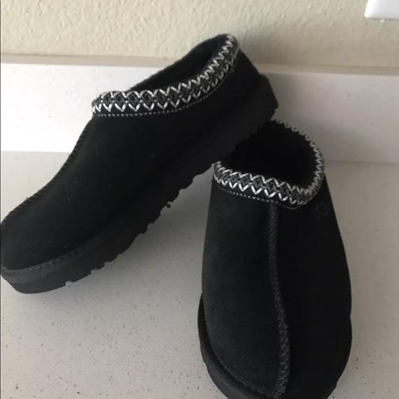 8b9eadd0ec6 Ugg moccasins Tasman slipper black size 9 NWT